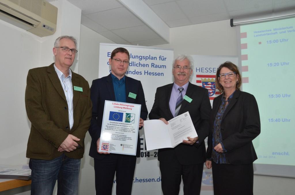 Ministerin Hinz überreicht Urkunde an die neue Förderregion Limburg-Weilburg